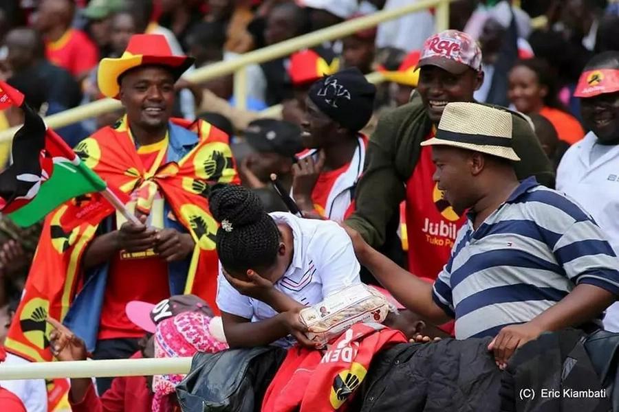 Je wamjua mwanamke huyu aliyeomboleza katika sherehe ya kumuapisha Uhuru Kenyatta