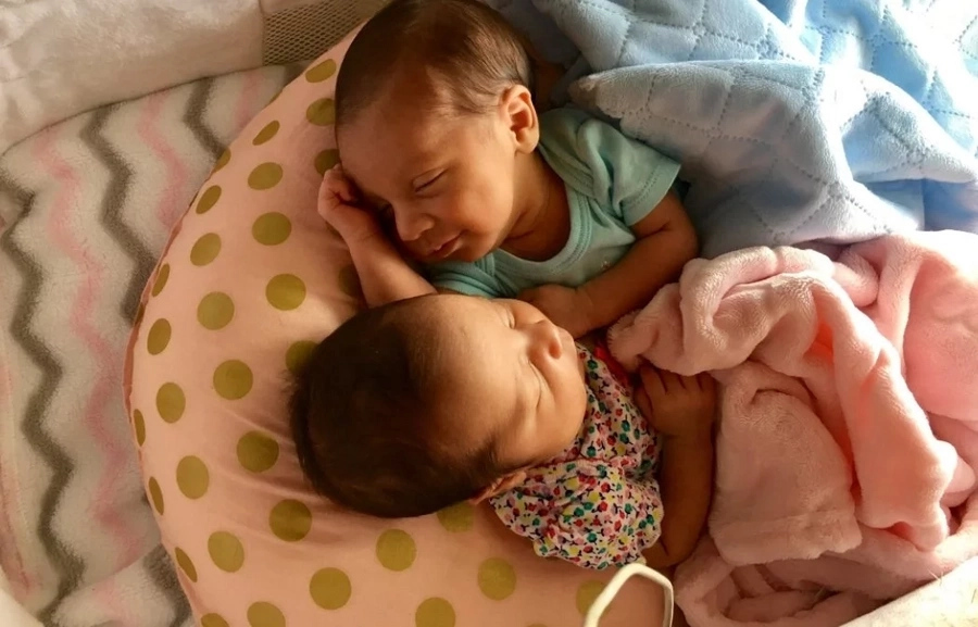 These twins roll around in the MOST CUTE of ways! But the whole situation created an avalanche of criticism (photos)