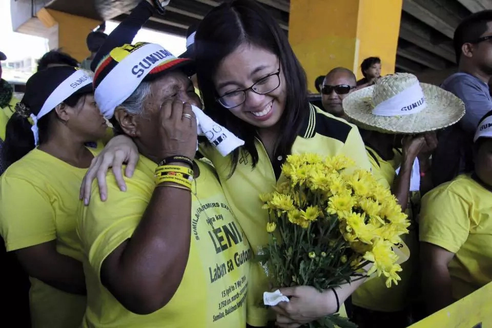 Sumilao farmers received in Manila with tears