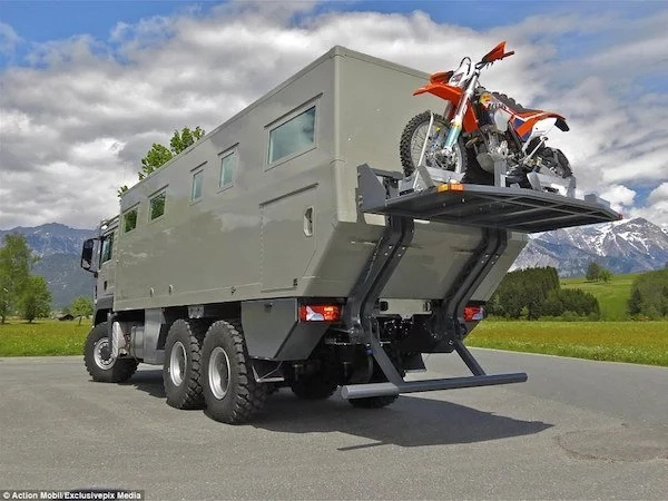 See the ultimate survival vehicle that can travel for DAYS without refueling and holds 1,000 liters of water (photos)