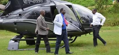 Meru James Bond dramatically hangs on chopper carrying Raila Odinga (video)