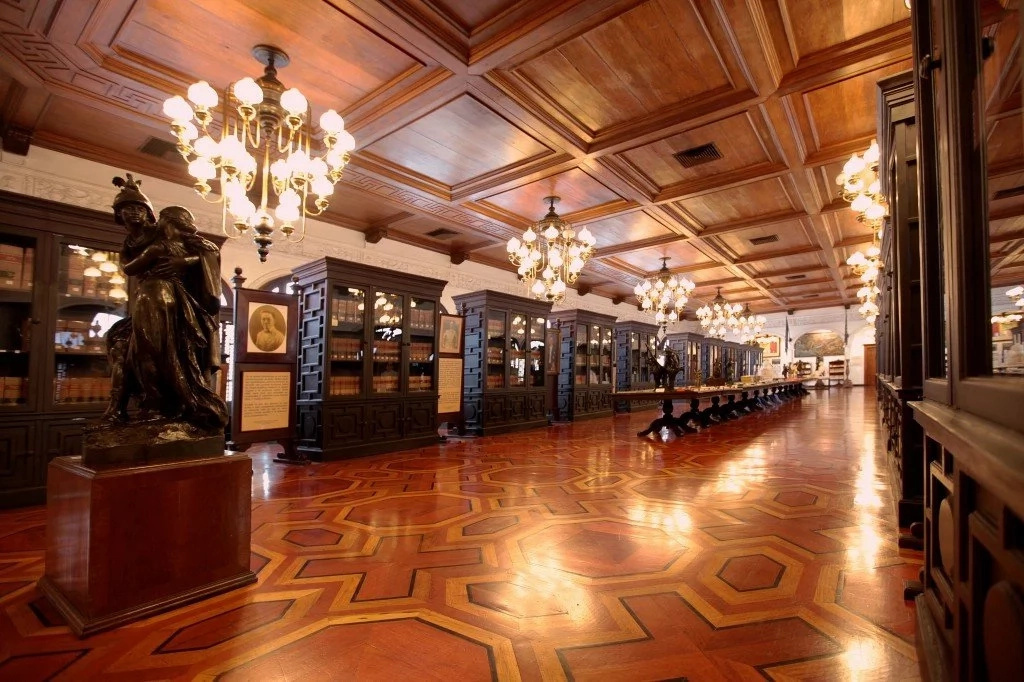 Want to see ghosts? Stay in Malacañang Palace