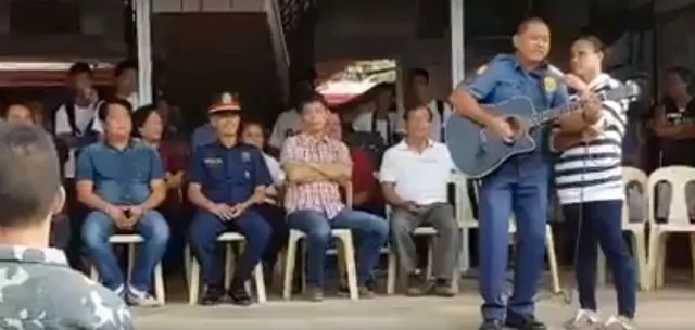 VIDEO: Policeman composes song to support DU30's drugwar
