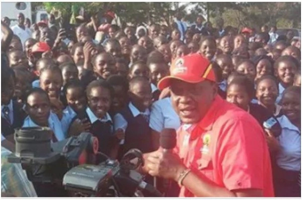Uhuru buys dinner worth KSh 300,000 for High school students as Jubilee campaigns hot up