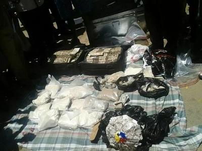 Kenyans STUNNED after seeing KSH 18 MILLION IN BAGS after drug barons were arrested (photos)