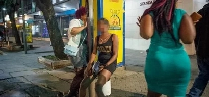 Man negotiates for cheap sex but this prostitute is not spoiling business (video)