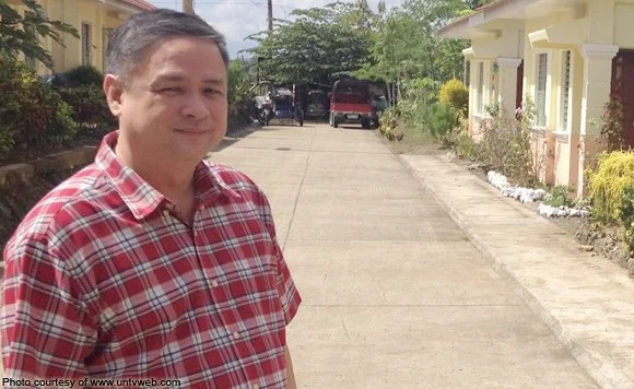 Ex-mayor charged for issuing permit, contract to own drugstore