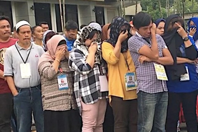 Marawi City Residents Become Emotional as Philippine Flag Is Raised Amidst the Ongoing War During Independence Day