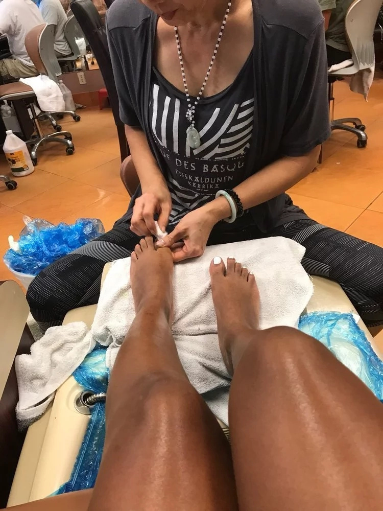 Ex radio queen reveals how male pedicure experts look up women skirts and dresses, sampling cookies