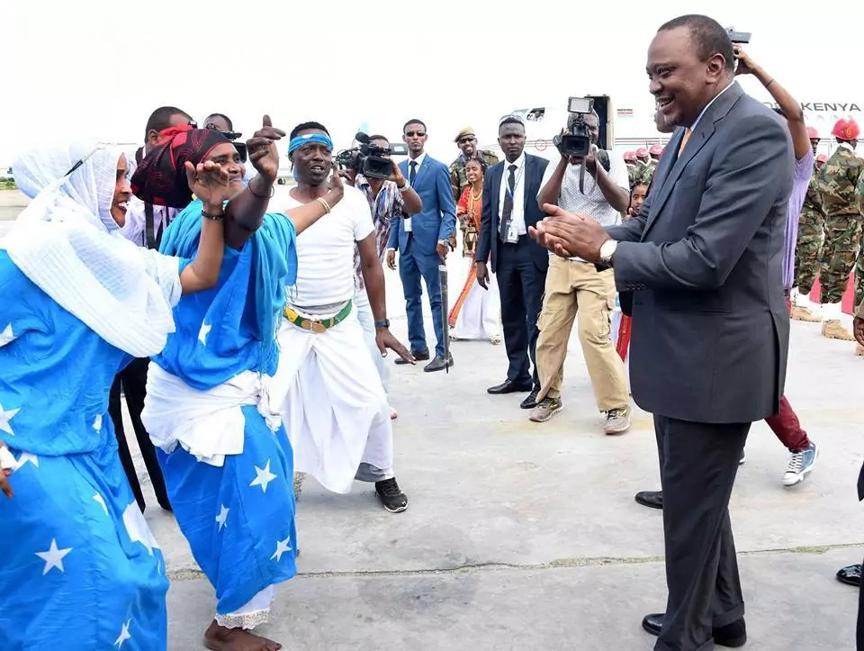 Uhuru in Somalia days after the country banned miraa from Kenya