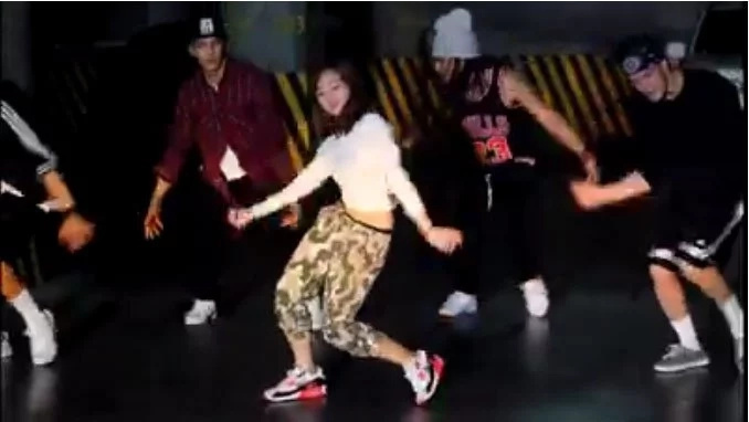 "Ella Cruz looks so hot dancing Ariana's ""Side to Side"""