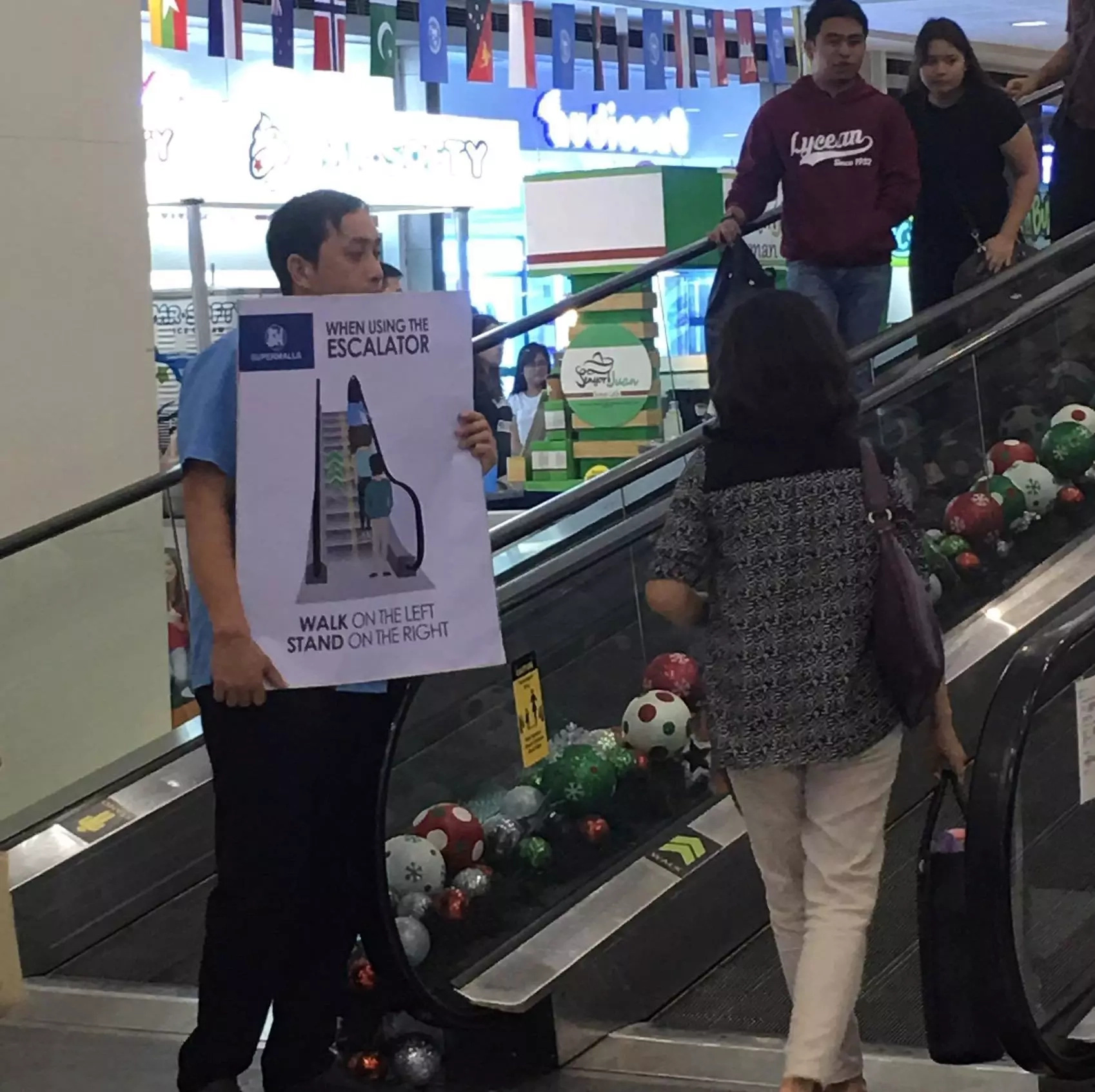 SM takes next step in pushing for escalator etiquette