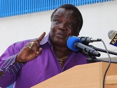 Francis Atwoli aonya magavana dhidi ya kuwafuta kazi wafanyikazi wa kaunti