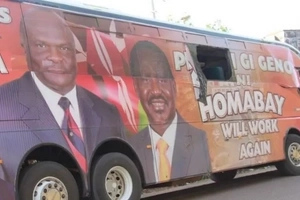 'Hired' Homabay youths attack and stone Raila-branded ODM bus (Photos)
