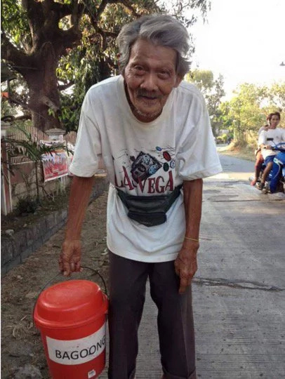 80-year-old Filipino vendor walks 20 kilometers daily. The reason will break your heart