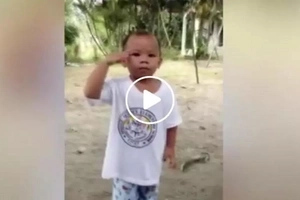 Cute young Pinoy made netizens laugh with hilarious viral video