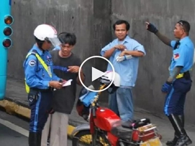 Kotong pa more! Concerned Pinoy motorcycle rider accuses MMDA enforcers of abuse and bribery