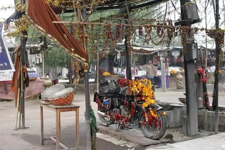 Locals worship this motorcycle. Photo: YouTube/Rosingh Tolankey Tawao