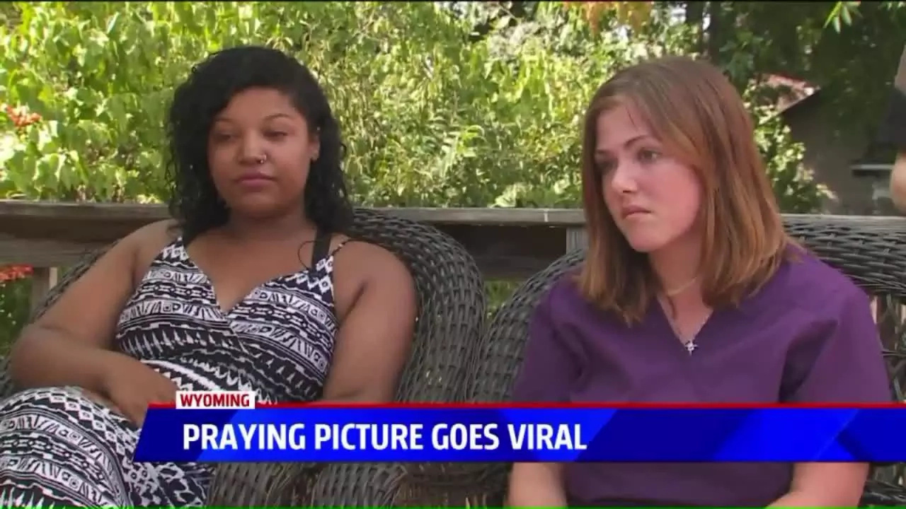 These praying girls have melted hearts across the internet!