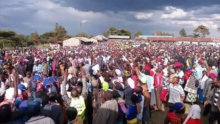 The huge crowd that turned out for Isaac Ruto's rally.