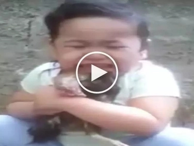 Super cute Filipina toddler cries her heart out over death of her beloved pet chicken