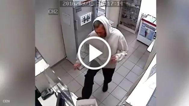 Hombre en mal estado mental ataca violentamente a una farmacia