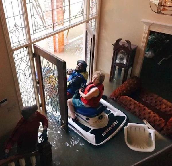 Rescue on a jet ski. Photo: imgur