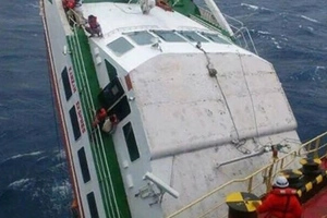 Sana mahanap pa sila! Sinking cargo vessel in Batanes includes 2 missing crew members