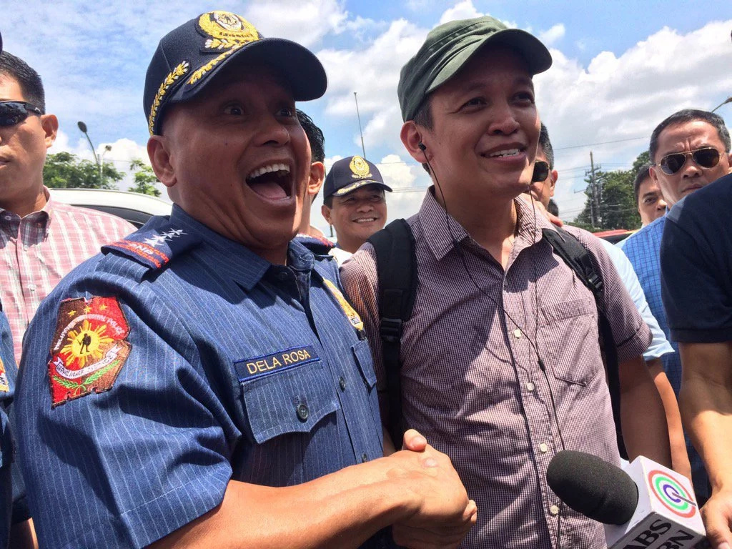 Bato all smiles as he shook hands with Bayan leader
