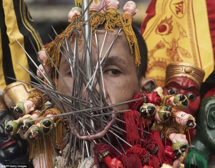 Mira las perforaciones más extremas en Tailandia