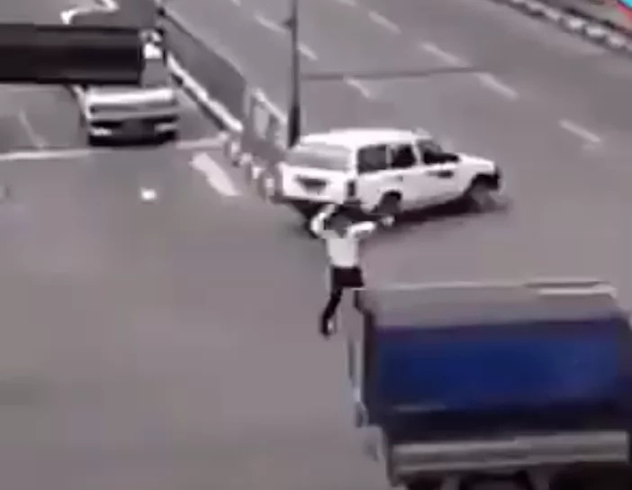 Traffic enforcer caught dancing to Michael Jackson on duty