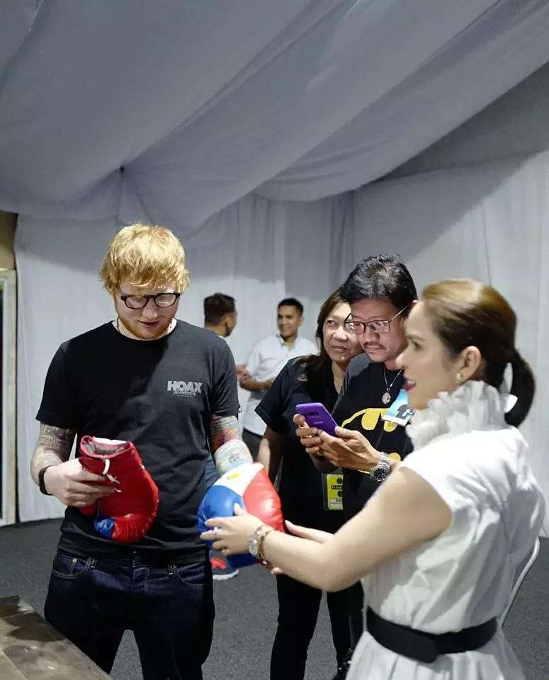 Ano raw kinalaman ng gloves kay Ed Sheeran? Netizens react when Jinkee Pacquiao gave Ed Sheeran a pair of boxing gloves