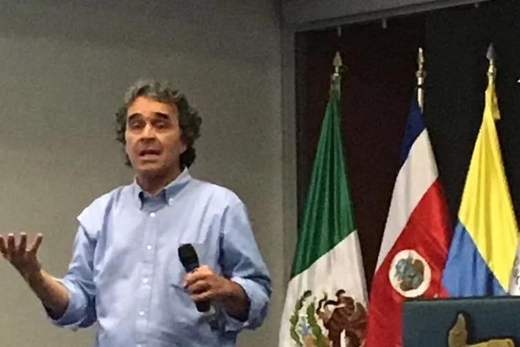 Sergio Fajardo se pronuncia sobre los sobrecostos de su gobierno de 2015