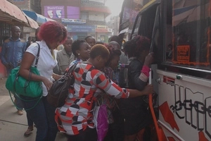 Watch a VERY HEARTLESS mother BADLY mistreating her child in a matatu