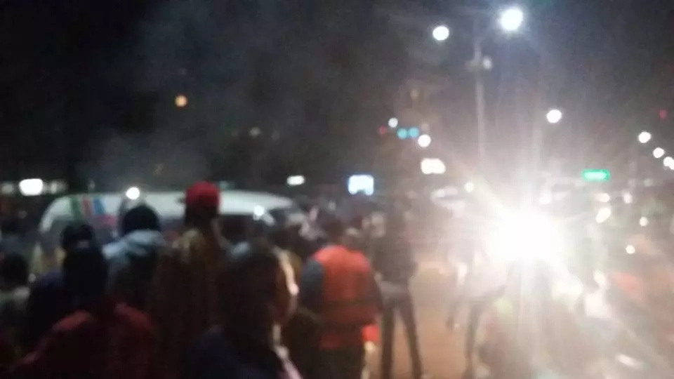 Jubilee merchandise burnt in Kisii, Uhuru warned as he visits the region (photos, video)