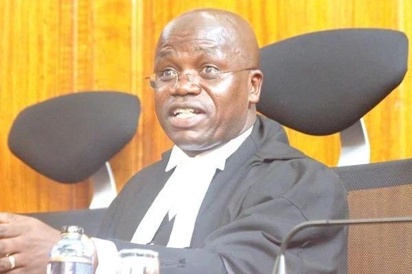 Judge saves Kenyan men from gold digging women, he deserves a beer