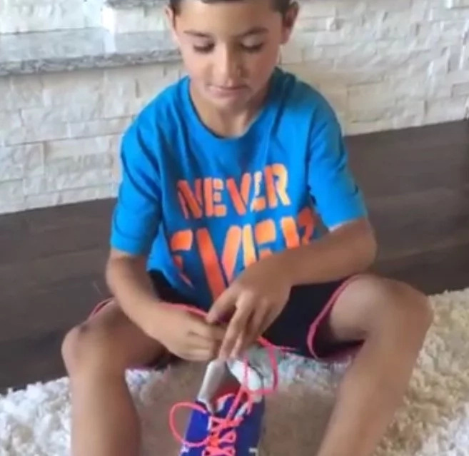 See Why This Mom's Shoe-Tying Tutorial Has More Than 7 Million Views