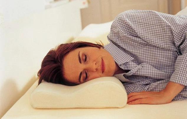 Quedarse 90 minutos extras en la cama ayuda a reducir el hambre y los antojos por comida chatarra