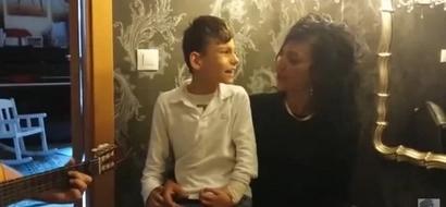 Este niño tiene algunas dificultades en su cuerpo, pero tiene algo que lo hace parecer un ángel, es impresionante