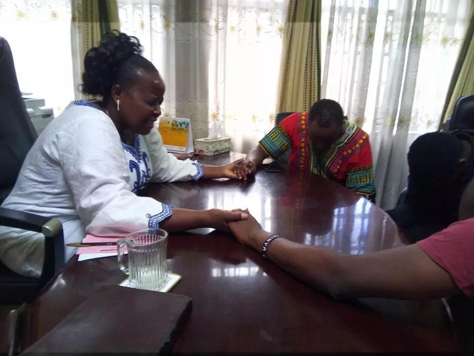 Bishop Margaret Wanjiru prays for Jaguar days after she was released from Jail