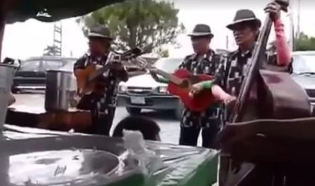 Tagaytay restaurant serenades customers with eating 'Bulalo'