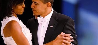 Picha hizi 13 kati ya MIchelle na Obama zitakufanya UYEYUKE kwa wivu