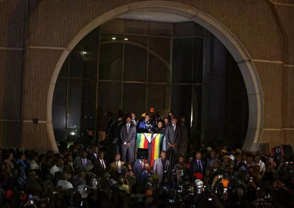 Emmerson Mnangagwa arrives back in Zimbabwe