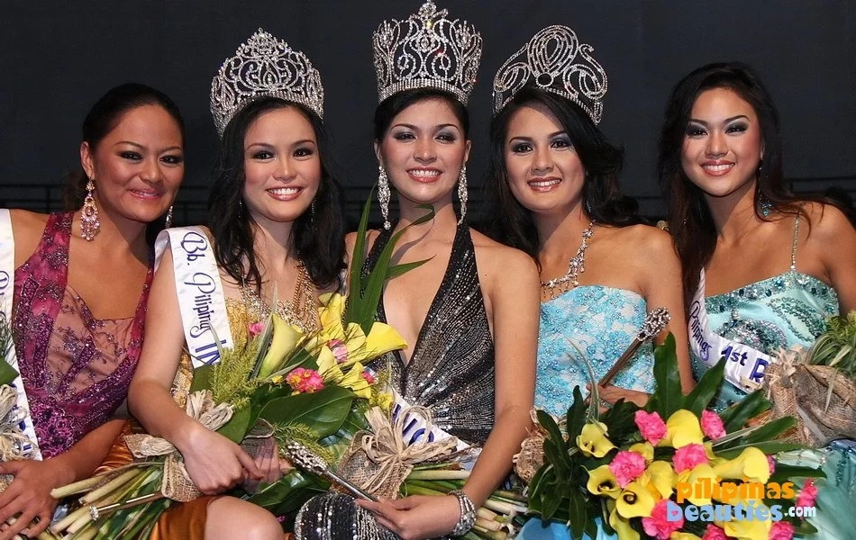 Janina San Miguel (center) even snagged the Bb. Pilipinas World title back in 2008. (Photo credit: PilipinasBeauties.com)