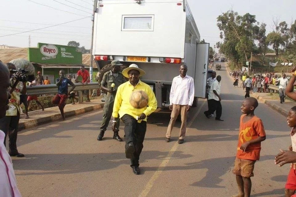 Museveni pulls another challenge, plays soccer in the middle of the road (Photos)