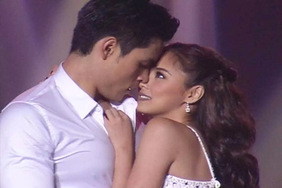 Xian, Kim in a 'seductive' dance number