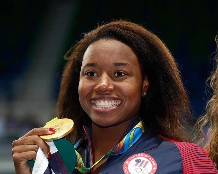 ¡Histórico! Simone Manuel, primera nadadora negra en ganar medalla de oro olímpica