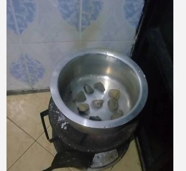 Wanawake watambua jinsi ya kupika keki bila kutumia 'oven'