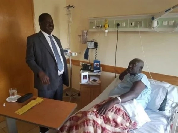 Raila Odinga visits Jubilee senator in hospital