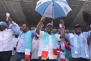 'Unajigamba sana, usijipige kifua,' Kalonzo amuonya Raila Odinga